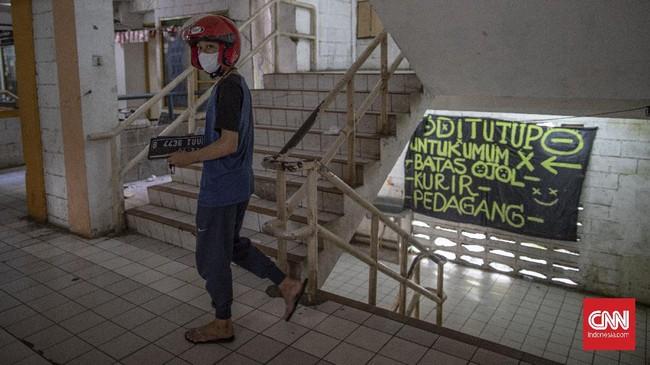Rusun Bidara Cina, yang biasanya dipadati penduduk dan lalu lintas kendaraan, menyiasati kondisi di tengah keterbatasan akibat pandemi Covid-19.
