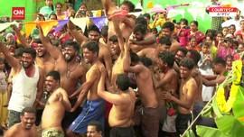 VIDEO: Meriahnya Festival Lempar Kotoran Sapi di India