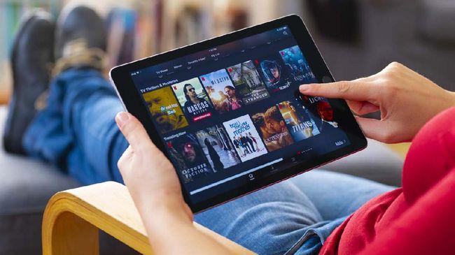 Belanja online dan streaming jadi salah satu pendorong naiknya penggunaan internet operator seluler saat libur natal dan tahun baru.