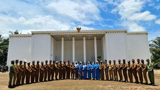 Kantor Desa Cempaka, Lampung, dibangun menyerupai desain Istana Merdeka dengan menggunakan Dana Desa hingga menjadi destinasi wisata.