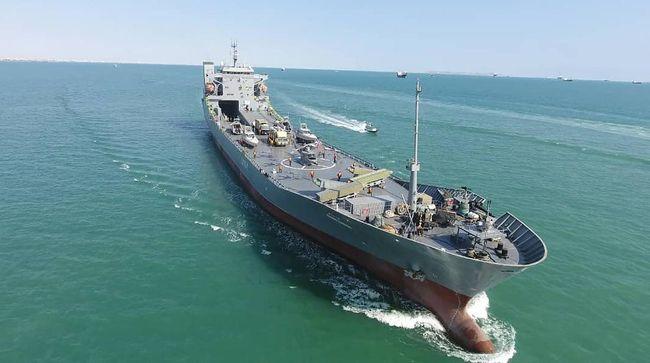 Pasukan Garda Revolusi Iran meluncurkan sebuah kapal induk yang dapat mengangkut helikopter, pesawat nirawak, dan peluncur rudal.