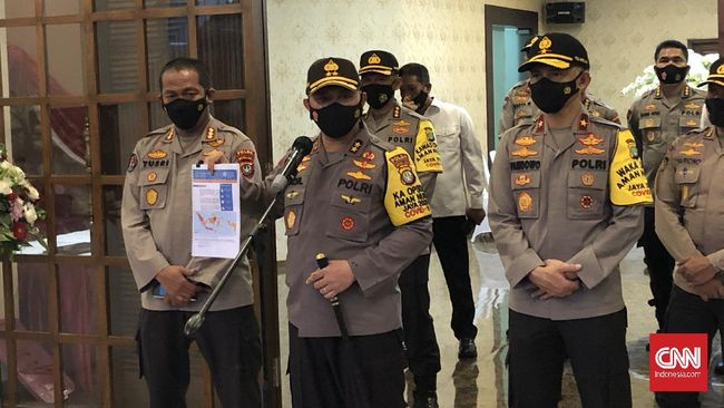 Kapolda Metro Irjen Fadil Imran mengklaim pencopotan baliho bergambar Imam Besar FPI Rizieq Shihab tersebut baik untuk negara.