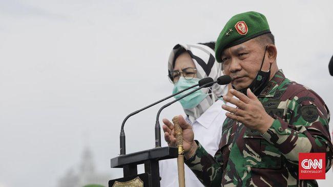 Panglima TNI Marsekal Hadi Tjahjanto menerima kenaikan pangkat sebanyak 30 Perwira Tinggi, salah satunya Pangkostrad Dudung Abdurachman.