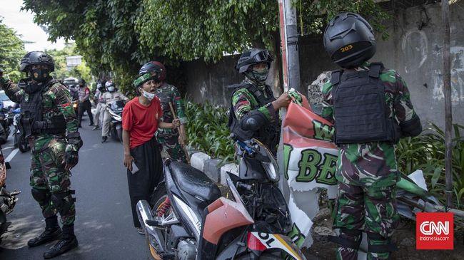 Sejumlah pakar militer mempertanyakan langkah TNI menghadapi kelompok pengikut Rizieq Shihab. Muncul kecurigaan, militer digunakan untuk melawan oposisi.