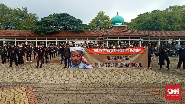 Massa yang tergabung dalam Laskar Pendekar Banten Sejati merasa gerah dengan ujaran kebencian, sehingga mereka menolak kedatangan Rizieq Shihab.