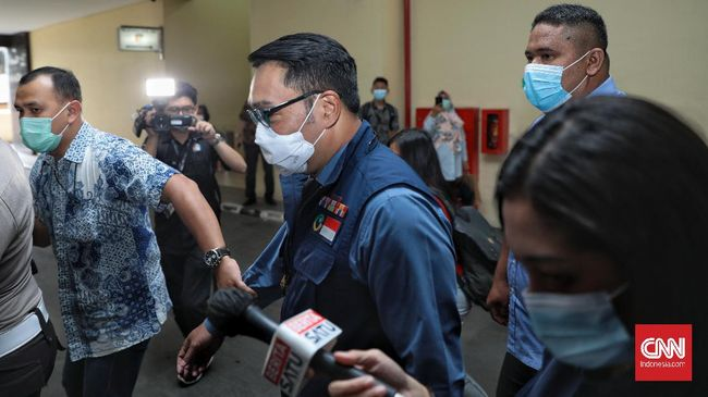 Ridwan Kamil menyebut kerumunan di Megamendung terjadi secara spontan lantaran wilayah tersebut banyak dilalui oleh masyarakat sekitar yang penasaran.