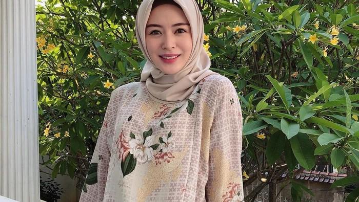Simple & Chic, Intip 5 Inspirasi Gaya Hijab Ayana Moon
