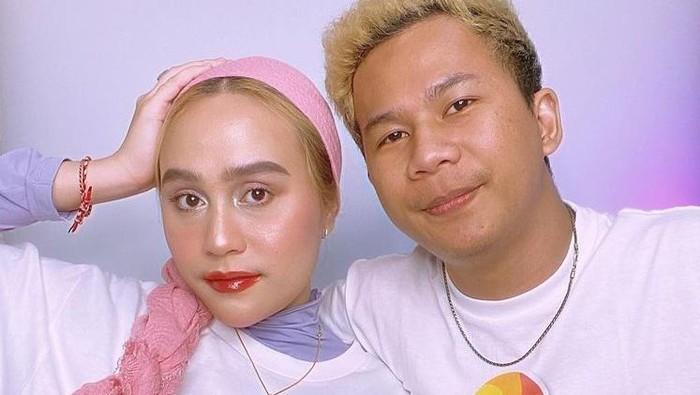 8 Potret Beauty Influencer Ashila Akido dan Kekasih, Romantis dan Kocak!