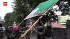 VIDEO: Prajurit TNI Turunkan Puluhan Baliho Rizieq Shihab