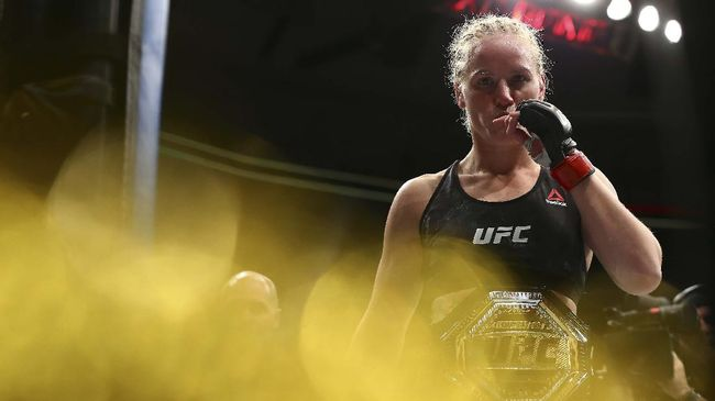 Jennifer Maia yakin bisa menaklukkan Valentina Shevchenko dalam perebutan gelar kelas terbang di UFC 255, Minggu (22/11) WIB.