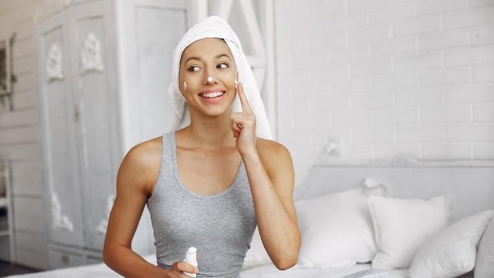 Rekomendasi Sunscreen yang Bisa Kamu Pakai di Dalam dan di Luar Ruangan