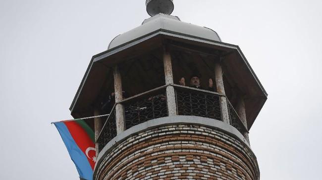 Armenia mulai menyerahkan beberapa wilayah yang disengketakan kepada Azerbaijan secara bertahap.
