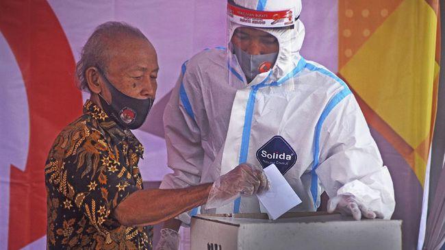 Simulasi pilkada serentak di Jatim selesai dilakukan, penyelenggara mengatakan ada sejumlah catatan evaluasi, termasuk kekhawatiran pemilih tak semua pakai APD.