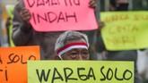 Massa di beberapa kota menggelar unjuk rasa menolak kedatangan pentolan FPI Rizieq Shihab yang berencana menggelar safari dakwah ke sejumlah daerah.