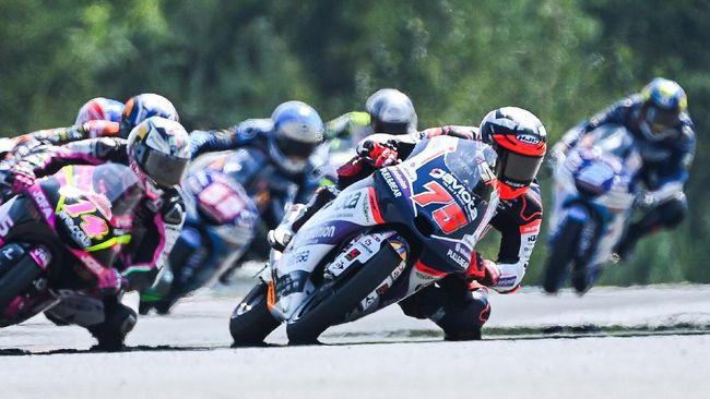 Albert Arenas merebut gelar juara dunia Moto3 2020 meski gagal naik podium GP Portugal pada balapan di Sirkuit Portimao, Minggu (22/11).
