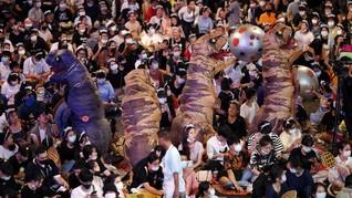 FOTO: Kala Dinosaurus Ikut Demo di Thailand