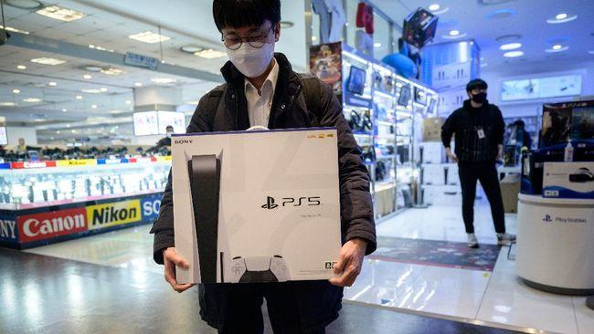 Grup calo PS5 yang diduga jadi penyebab stok Playstation 5 di Eropa langka terbongkar.