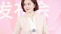 <p>Wanita kelahiran 24 September 1962 ini semakin terkenal karena berperan dalam film-film action bersama Chow Yun Fat, Jackie Chan, Sammo Hung, Yuen Biao, hingga Jet Li.(Foto: Instagram @rosamundkwan)</p>