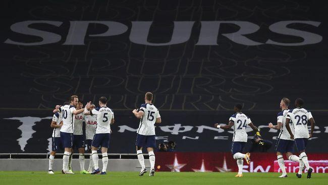 Tottenham Hotspur berhak menduduki puncak klasemen sementara Liga Inggris usai mengalahkan Manchester City 2-0 di London.