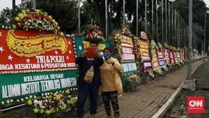 FOTO: Banjir Ratusan Karangan Bunga di Kodam Jaya