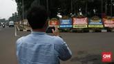 Ratusan karangan bunga menghiasi Makodam Jaya berisi pesan dukungan kepada TNI untuk menjaga keutuhan Negara Kesatuan Republik Indonesia (NKRI).