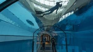 Kolam Renang Terdalam di Dunia Dibuka di Polandia