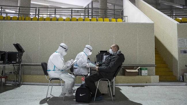 Pemerintah Rusia mengubah area seluncur es Krystaskoye di Moskow sejak bulan lalu diubah menjadi rumah sakit darurat untuk perawatan pasien Covid-19.