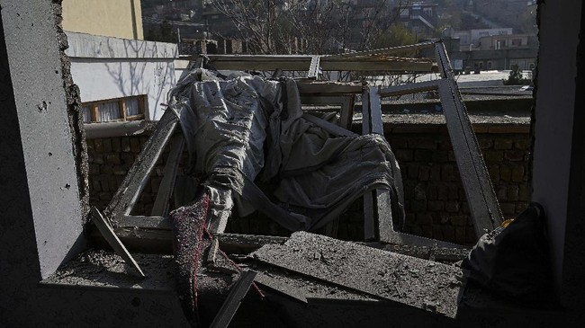 Sebanyak delapan orang tewas akibat serangan mortir yang menghantam wilayah padat penduduk di Ibu Kota Kabul, Afghanistan, pada Sabtu (21/11).