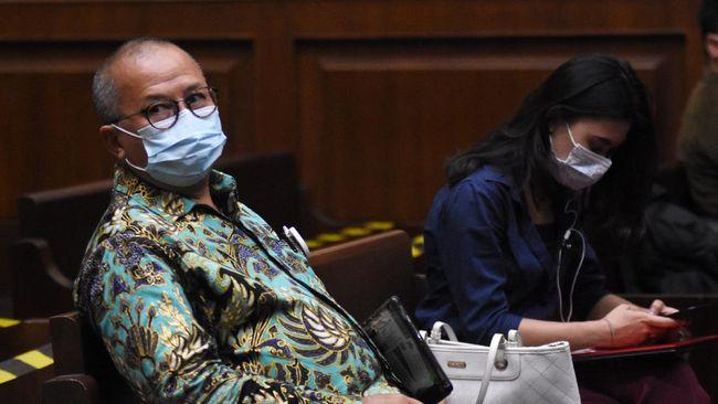 Eks Sekretaris NCB Interpol periode 2013-2015 Komjen Pol Purn Setyo Wasisto menceritakan upayanya memburu Djoko Tjandra di luar negeri.