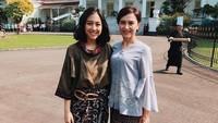 <p>Sherina dan ibunya tampil cantik mengenakan pakaian tradisional. Kompak banget ya? (Foto: Instagram @sherinasinna)</p>