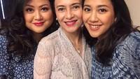 <p>Memiliki tiga orang anak perempuan, Luki Ariani masih terlihat awet muda ya. (Foto: Instagram @lukiariani)</p>