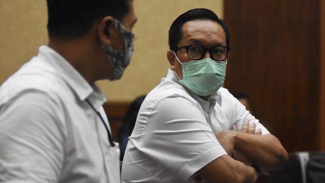 Brigjen Prasetijo Utomo berkukuh hanya menerima uang pertemanan US$20 ribu dari pengusaha Tommy Sumardi dan tak terkait red notice.