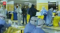 VIDEO: Staf Bandara Shanghai Jalani Tes Covid-19