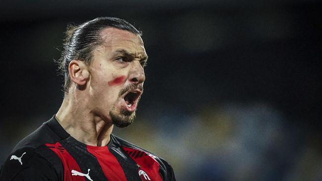 Zlatan Ibrahimovic tampil berbeda dengan mengecat wajahnya dengan tinta merah saat AC Milan melawat ke markas Napoli, Senin (23/11) dini hari WIB.