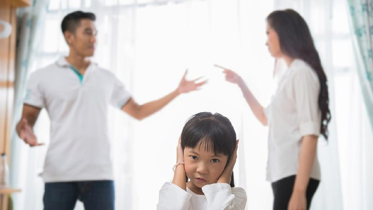 Family quarrel am daughter regrets She did not want to hear parents
