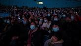 Penduduk kota Wuhan di China ramai-ramai mendatangi Haichang Ocean Park pada akhir pekan kemarin.