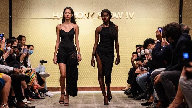 Lewat agensi model Harmony, Anne-Marie Ilunga melawan standar kecantikan Asia yang dijunjung tinggi Hong Kong.
