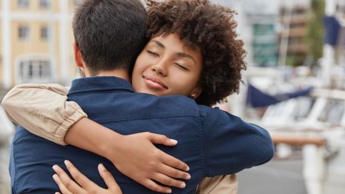 Keajaiban Sebuah Pelukan! Healing Hug untuk Kesehatan Jiwa