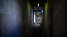 FOTO: Lonjakan Kematian Corona di Mata Petugas Makam Spanyol