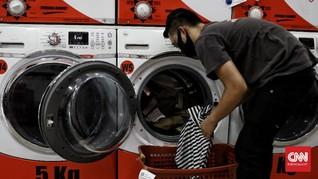 FOTO: Bisnis Laundry 'Kebanjiran' Konsumen Saat Musim Hujan