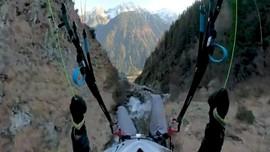 VIDEO: Aksi Ekstrem Menyusuri Lereng Gunung Alpen