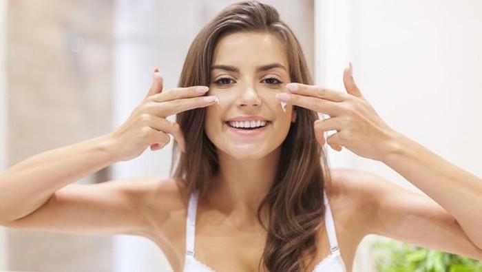 Biar Gak Sia-sia, Begini Cara Pakai Sunscreen yang Tepat