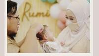 <p>Selain pemotongan rambut, acara akikah Baby Rumi juga diisi dengan pengajian. (Foto: Instagram: @dianpelangi)</p>