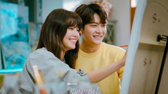 Poster drama terbaru JTBC berjudul Run On menghadirkan potret kemesraan Sooyoung SNSD dan Kang Tae-oh.
