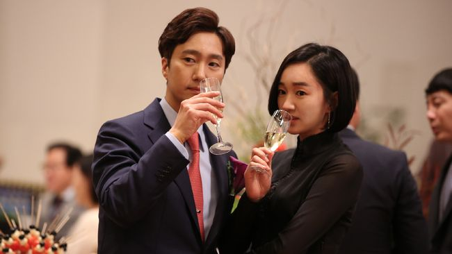 High Society merupakan film asal Korea Selatan yang menggambarkan kehidupan, persaingan, dan permasalahan para kalangan atas.