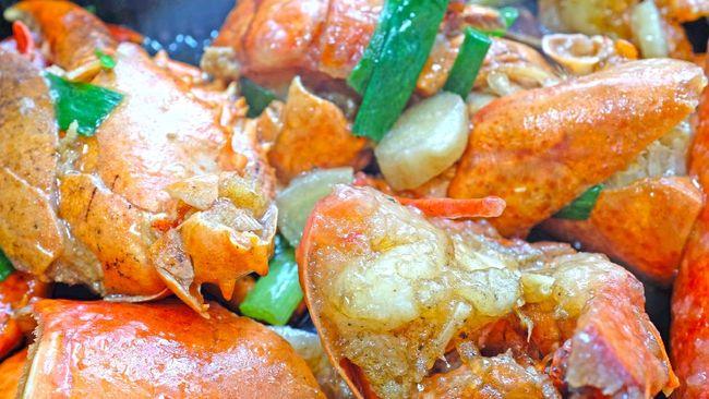 Salah satu masakan berbahan lobster yang mudah dimasak adalah lobster bumbu cabai. Berikut resep lobster bumbu cabai, bahan, dan cara membuatnya.