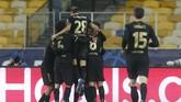 Barcelona tampil perkasa meski tampil tanpa pemain utama seperti Lionel Messi saat mengalahkan Dynamo Kiev 4-0 di matchday keempat Liga Champions.
