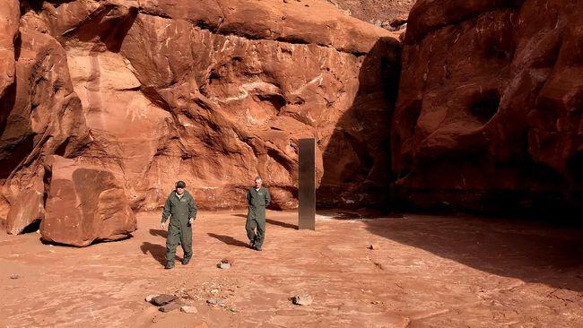 Google Earth ungkap tonggak logam misterius yang diduga adalah monolit di gurun Utah, Amerika Serikat.