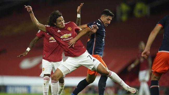 Penyerang Watford Troy Deeney menilai Edinson Cavani (Manchester United) layak dihukum larangan tampil lebih dari tiga laga terkait unggahan di media sosial.