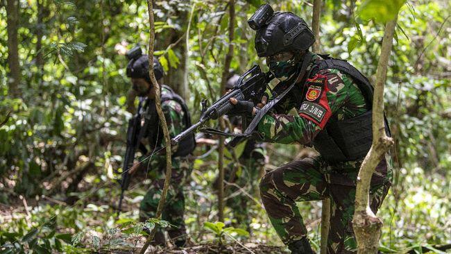 Selain mengingatkan risiko bahaya infeksi virus, anggota DPR meminta Menhan Prabowo membaca surat PETA secara saksama dan memperjelas latihan TNI yang dimaksud.